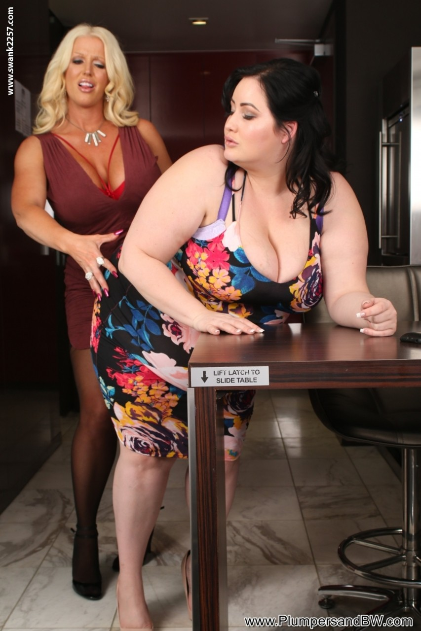 Lesbian porn. Gallery - 502. Photo - 4