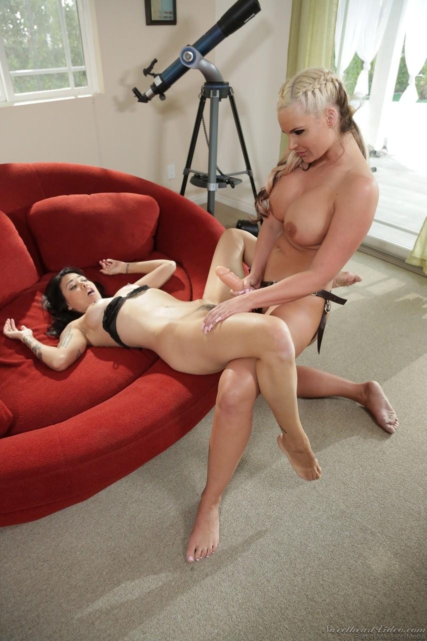 Lesbian porn. Gallery - 616. Photo - 12