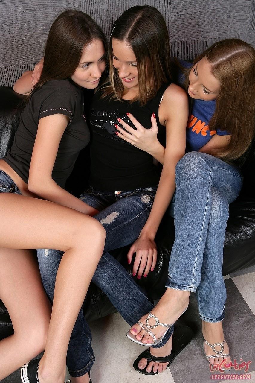 Фото про интим трех крошек