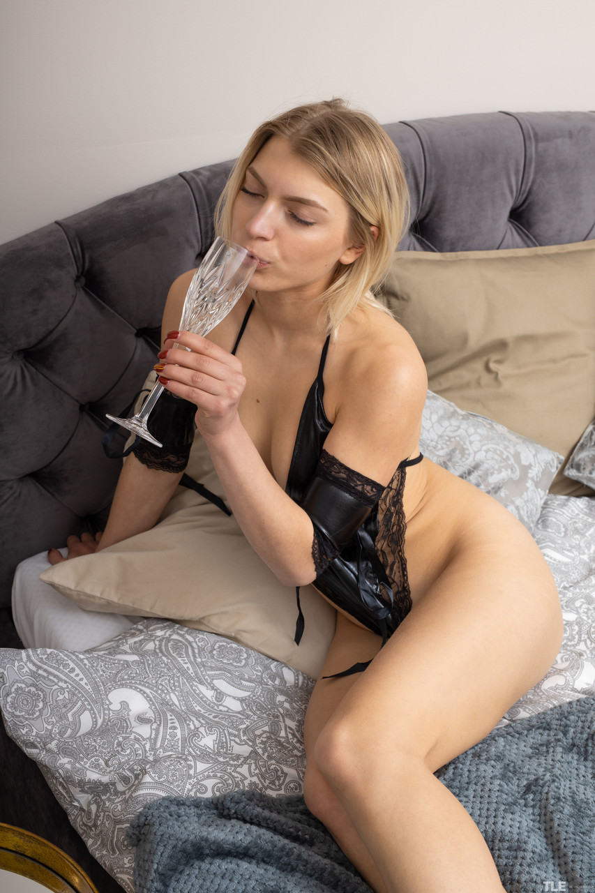 Young porn (18+). Gallery - 1146. Photo - 1