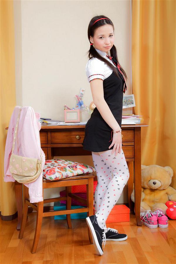 Очень юная самоудовлетворилась игрушками. Фото - 3