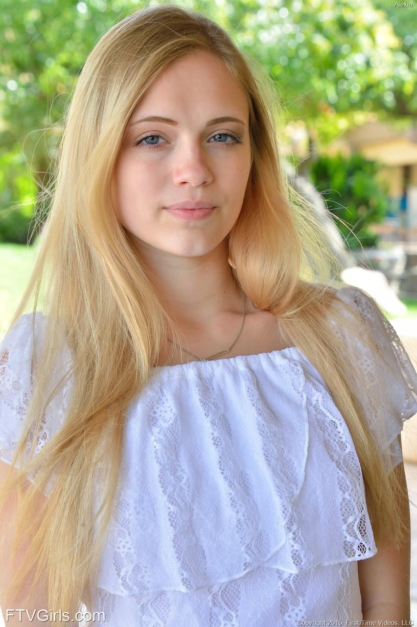 Снимки молоденькой в обнаженном виде. Фото - 3