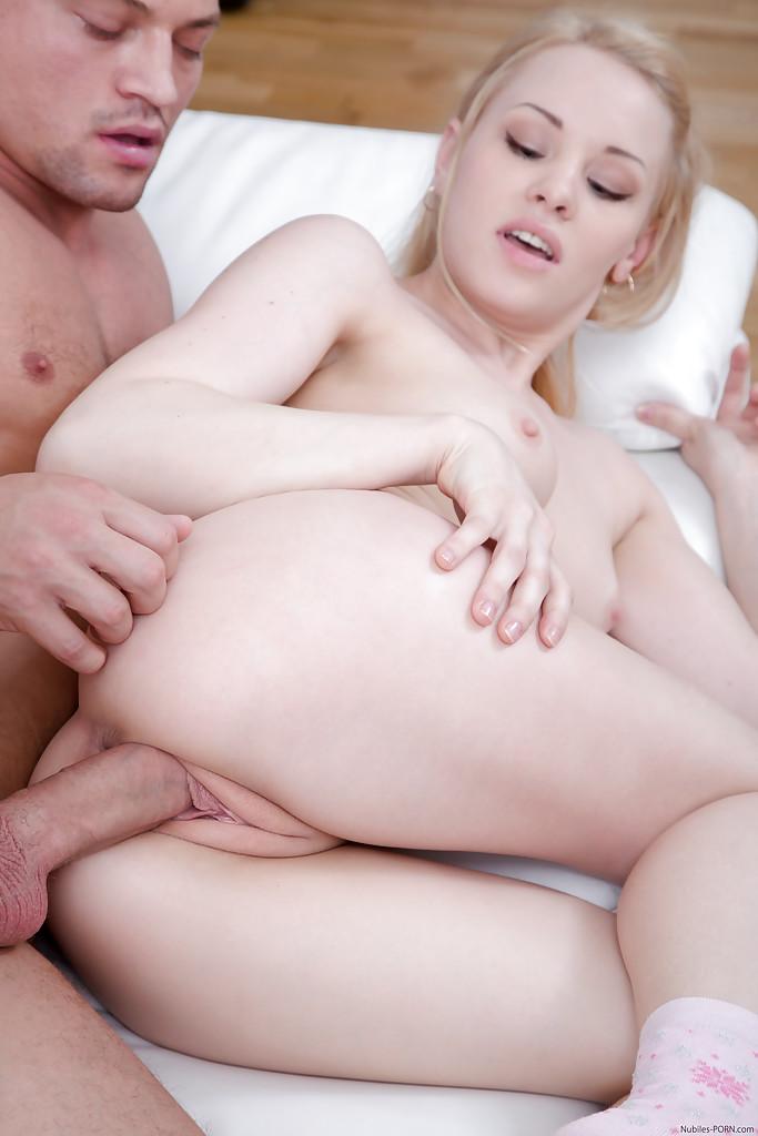 Сексуальная телка на снимках про порево. Фото - 11