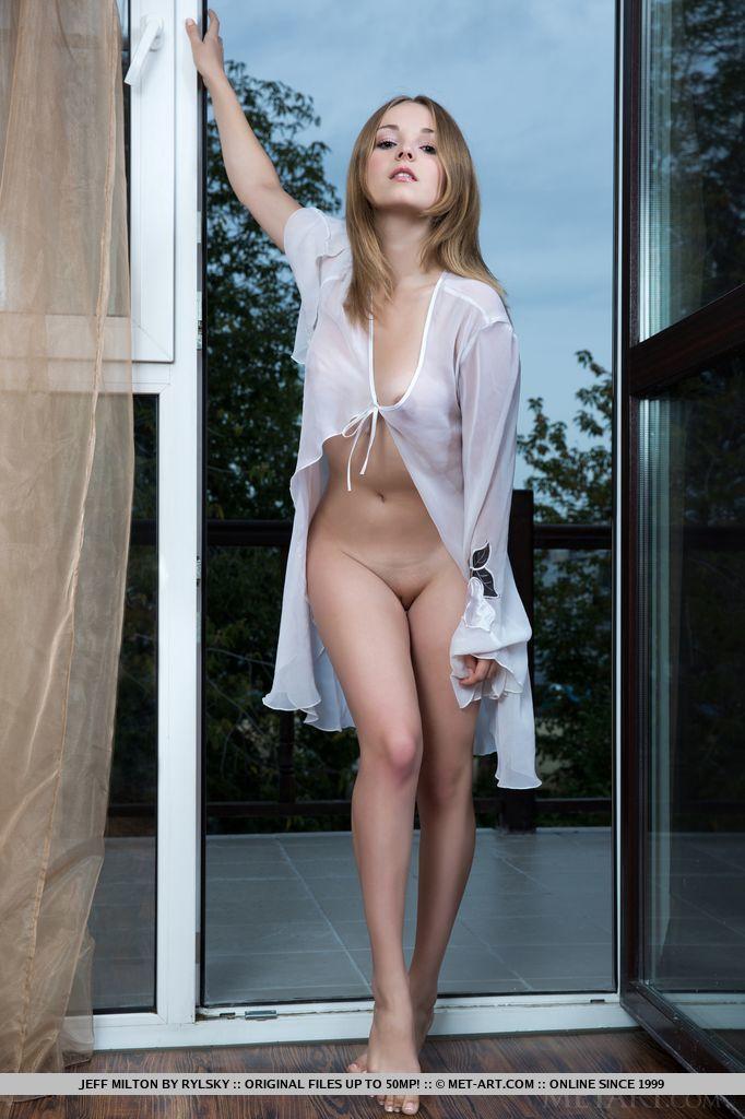Сексуальная малолетка с обнаженным пельмешком. Фото - 2