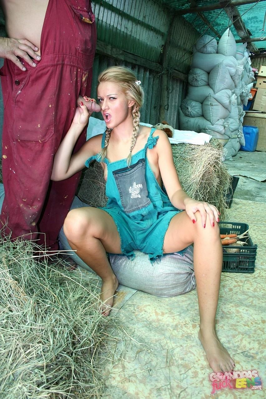 Трах соски и зрелого крестьянина в сарае. Фото - 5