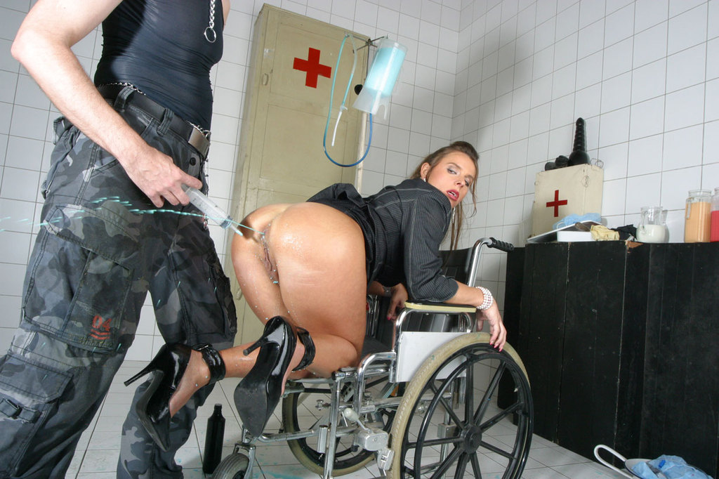 Pissing. Gallery - 1052. Photo - 11