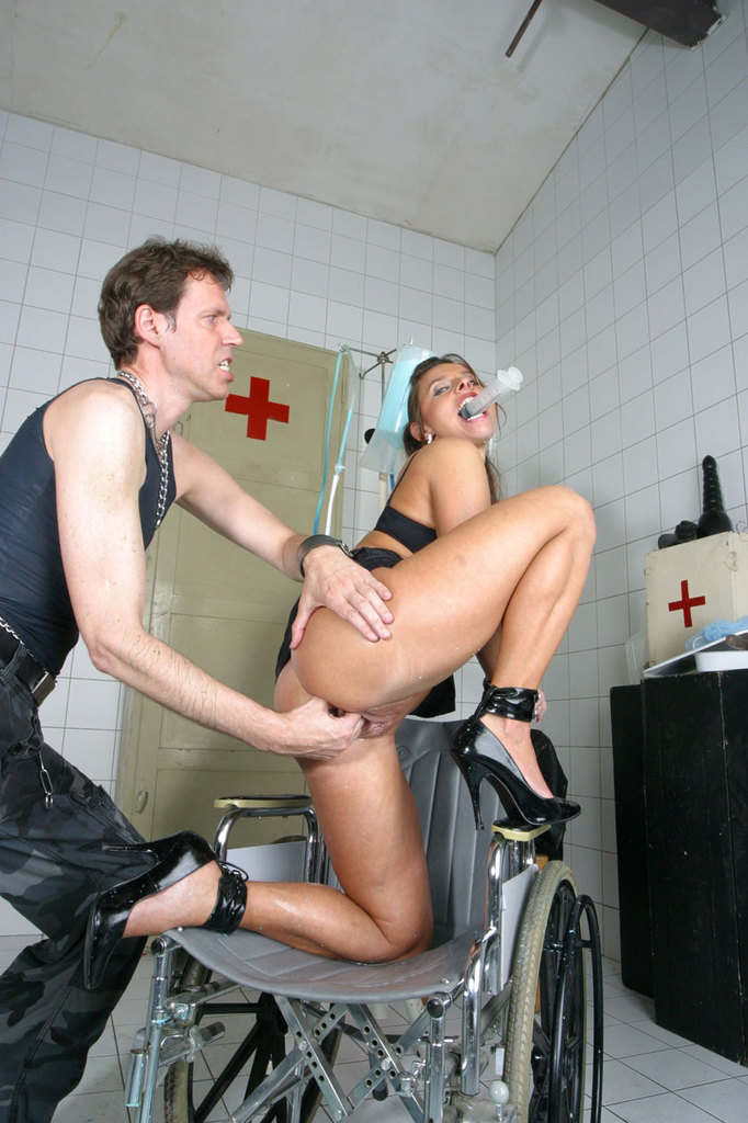 Pissing. Gallery - 1052. Photo - 6