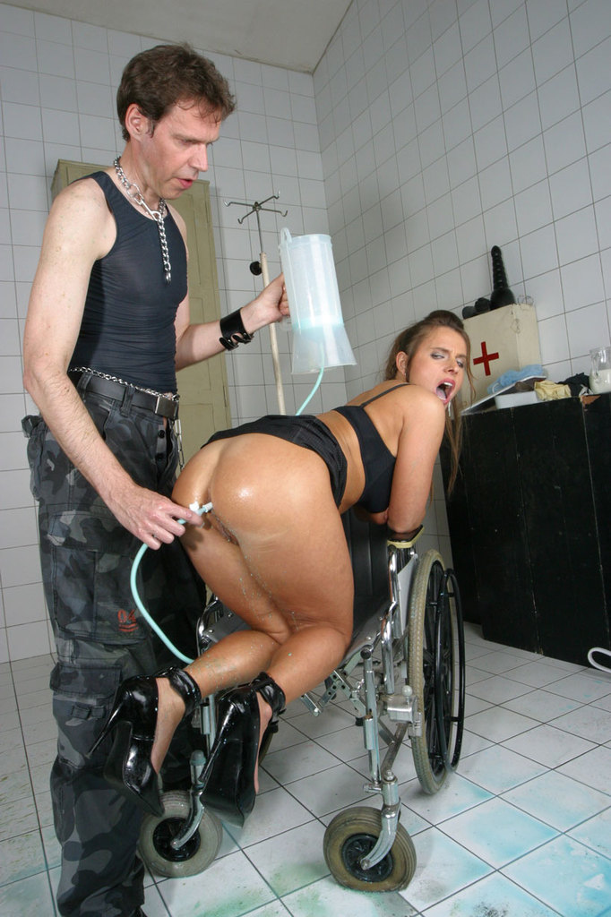 Pissing. Gallery - 1052. Photo - 7