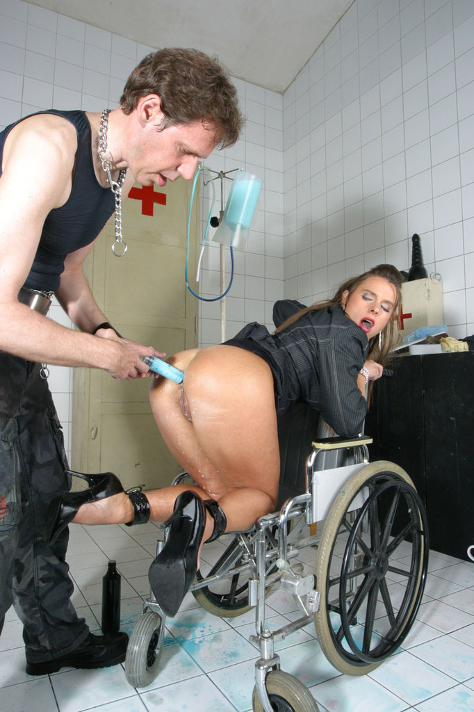 Pissing. Gallery - 1052. Photo - 9