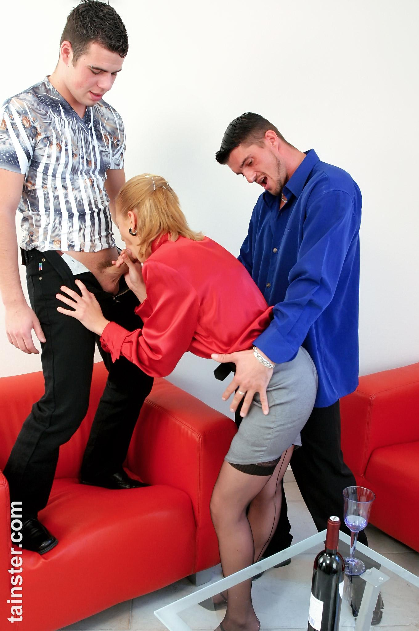 Pissing. Gallery - 1055. Photo - 2