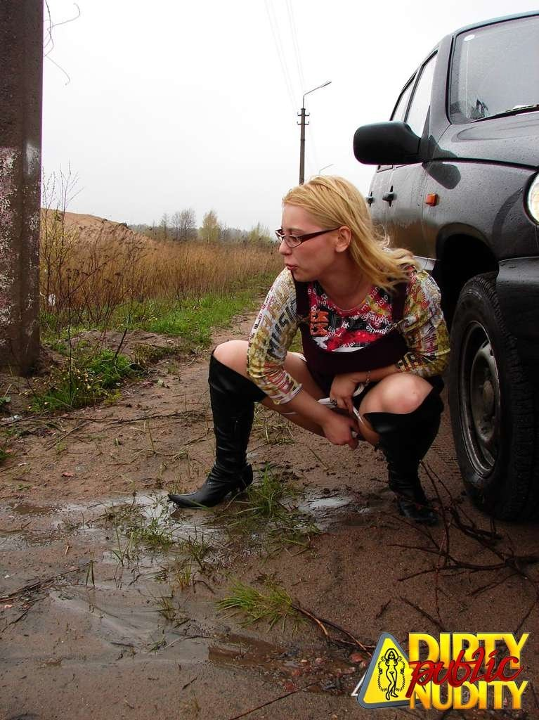 Pissing. Gallery - 1083. Photo - 11