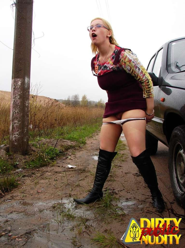 Pissing. Gallery - 1083. Photo - 12