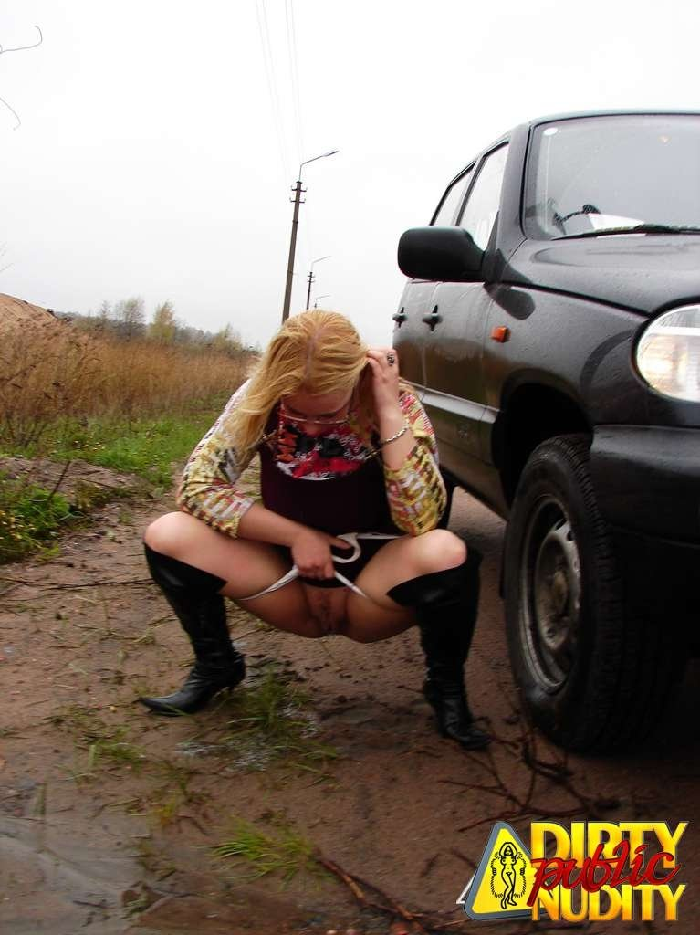 Pissing. Gallery - 1083. Photo - 3