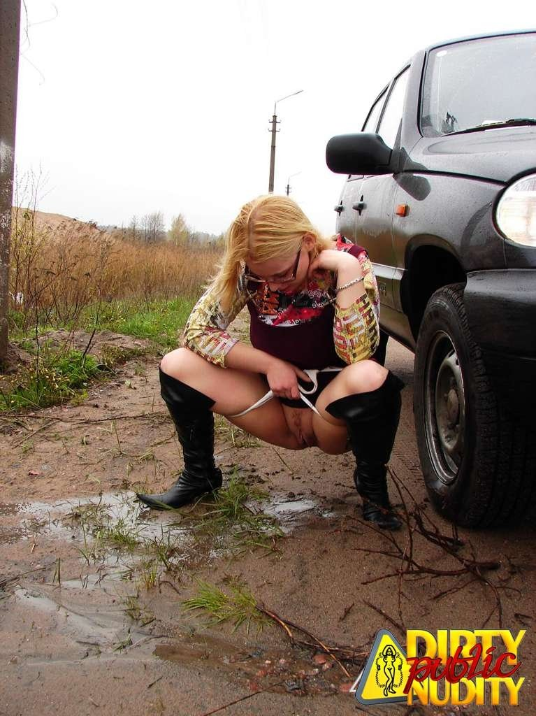 Pissing. Gallery - 1083. Photo - 8