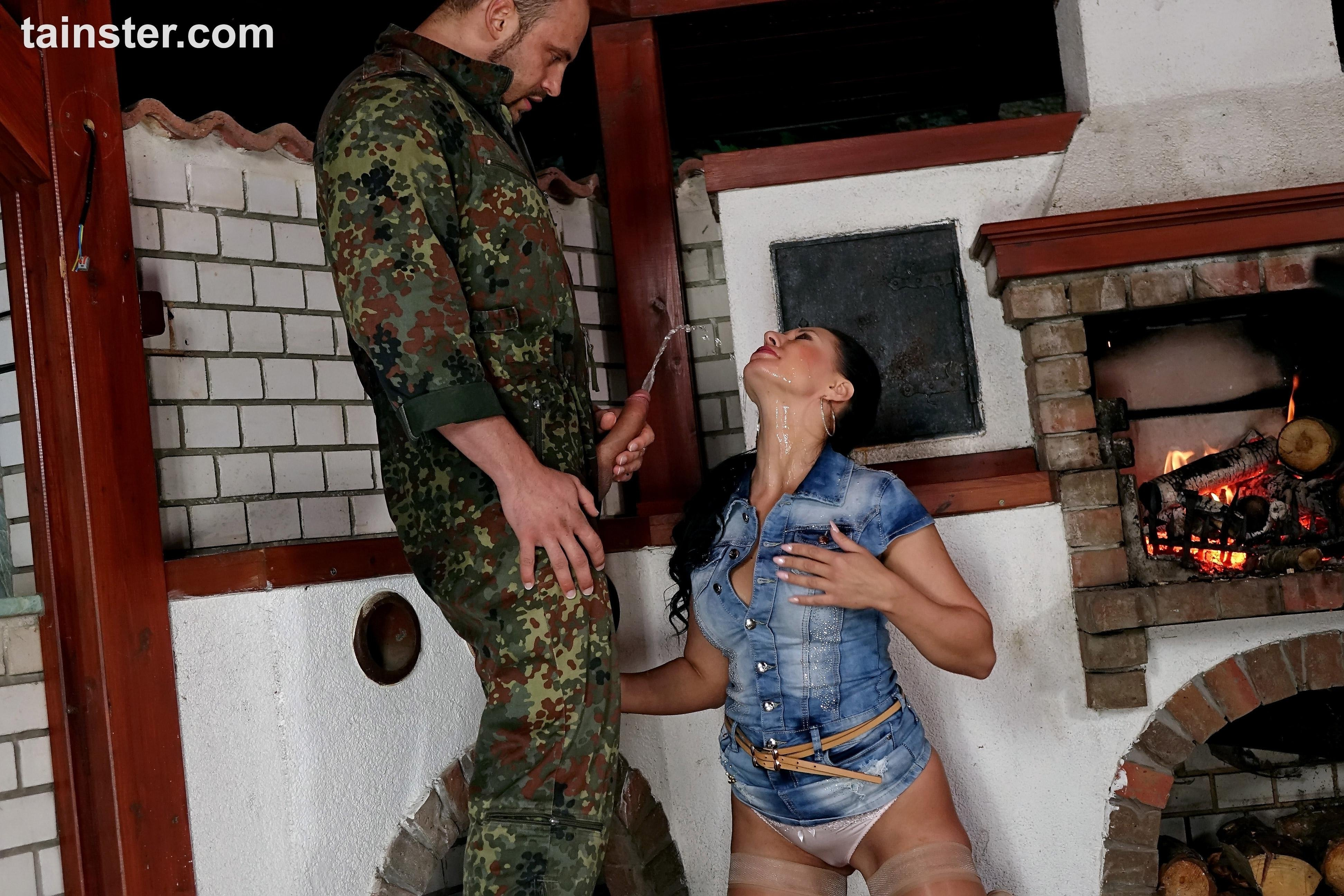 Pissing. Gallery - 1095. Photo - 5