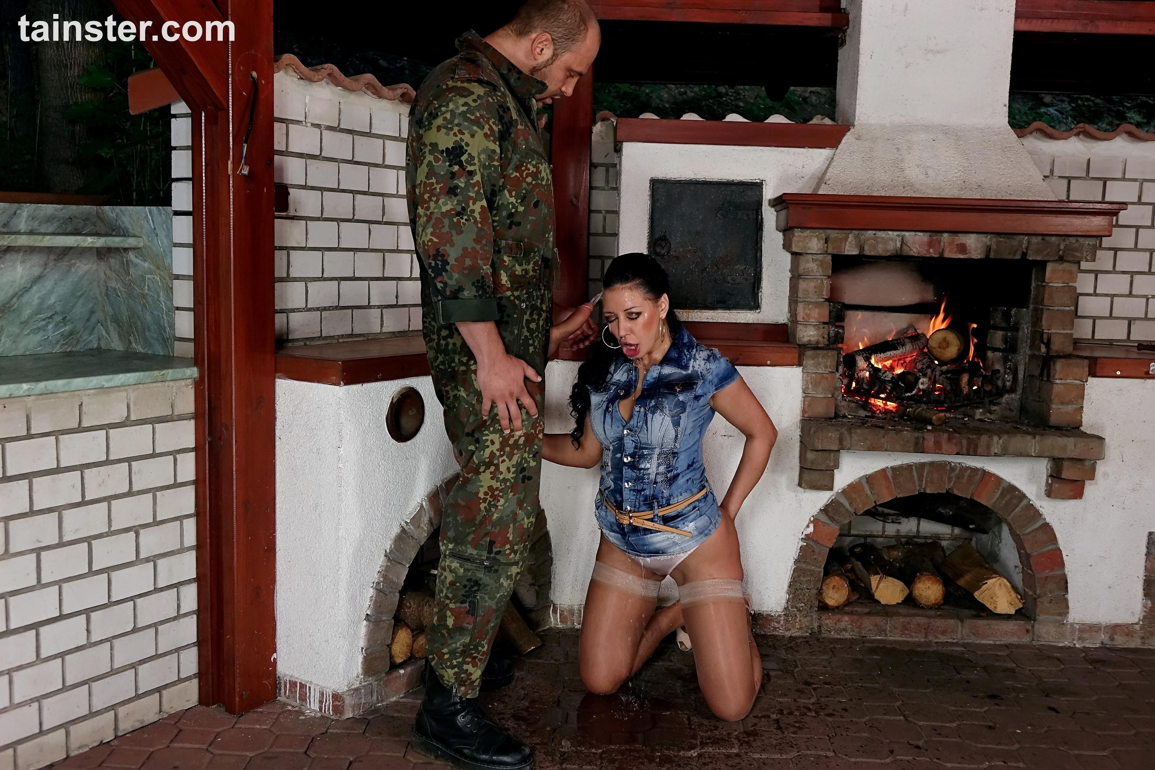 Pissing. Gallery - 1095. Photo - 7