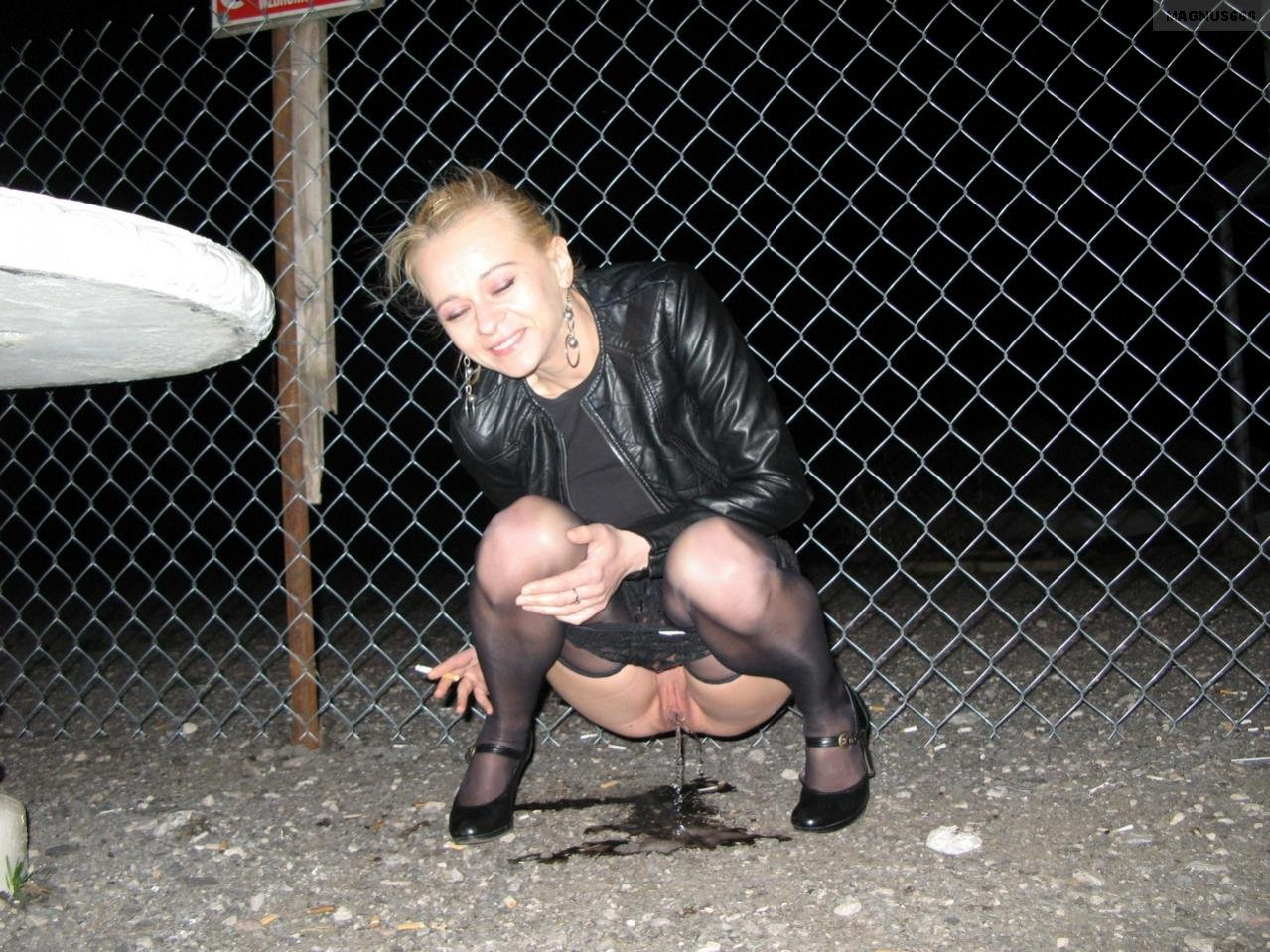 Pissing. Gallery - 1097. Photo - 17