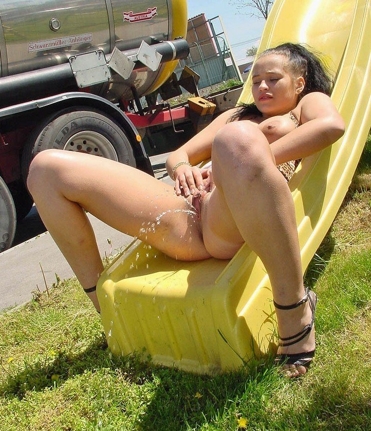 Pissing. Gallery - 1126. Photo - 8
