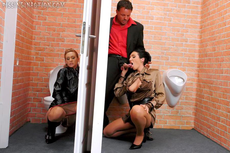 Pissing. Gallery - 287. Photo - 8