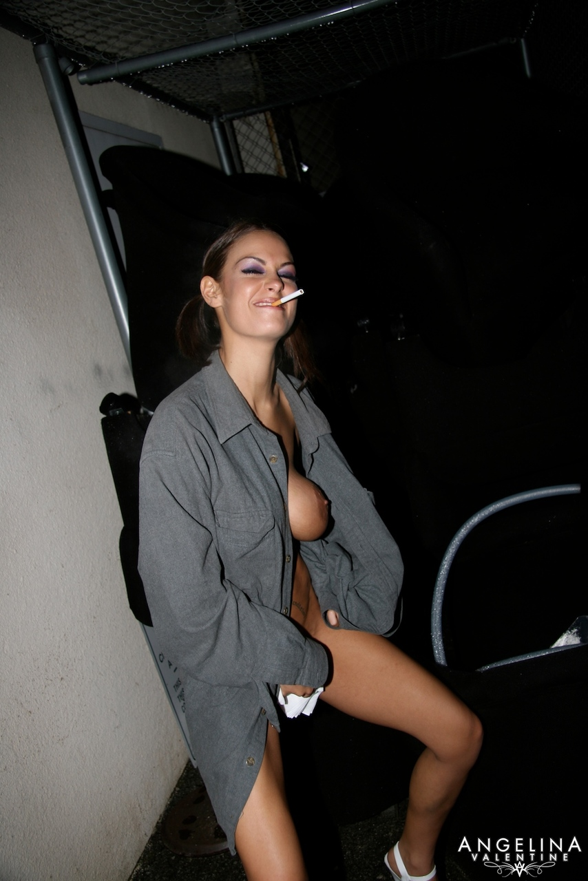 Pissing. Gallery - 308. Photo - 5
