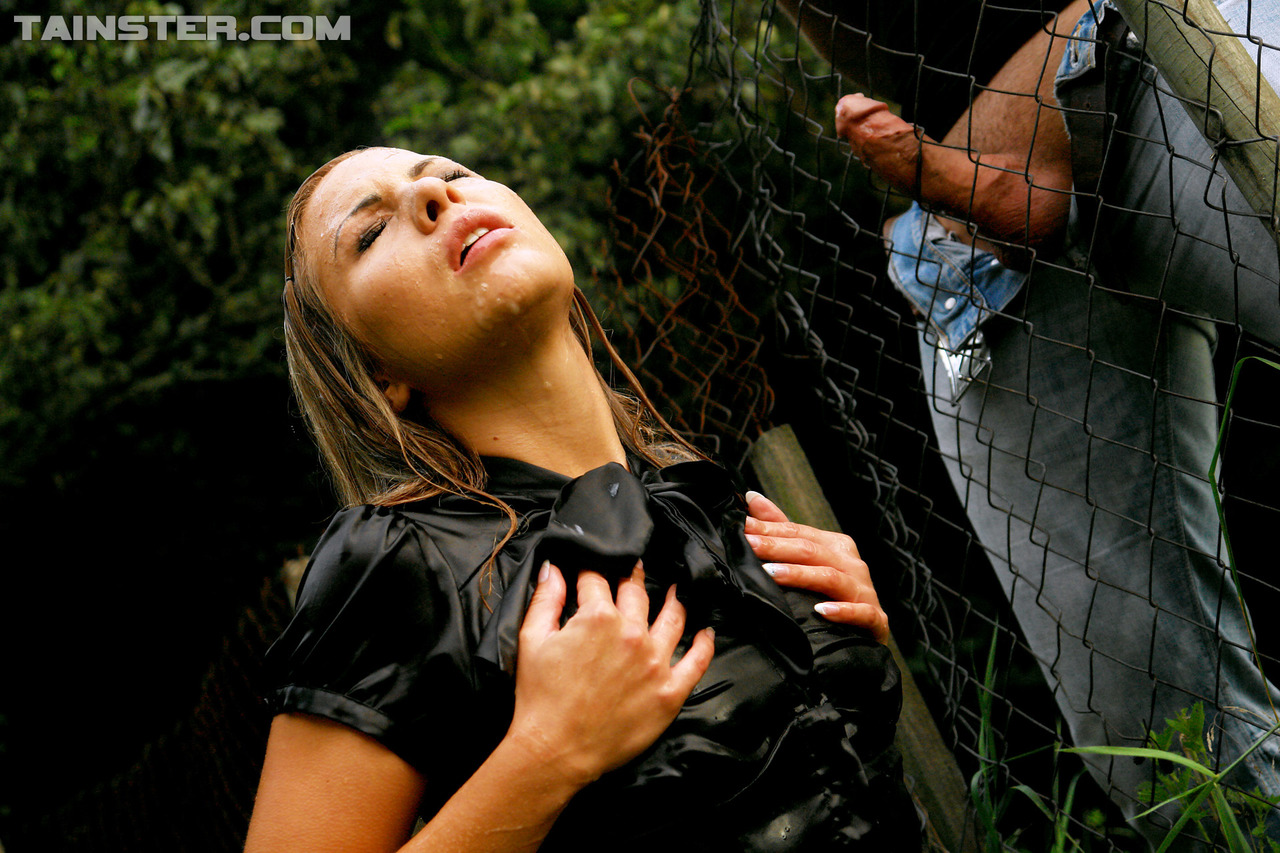 Pissing. Gallery - 320. Photo - 13
