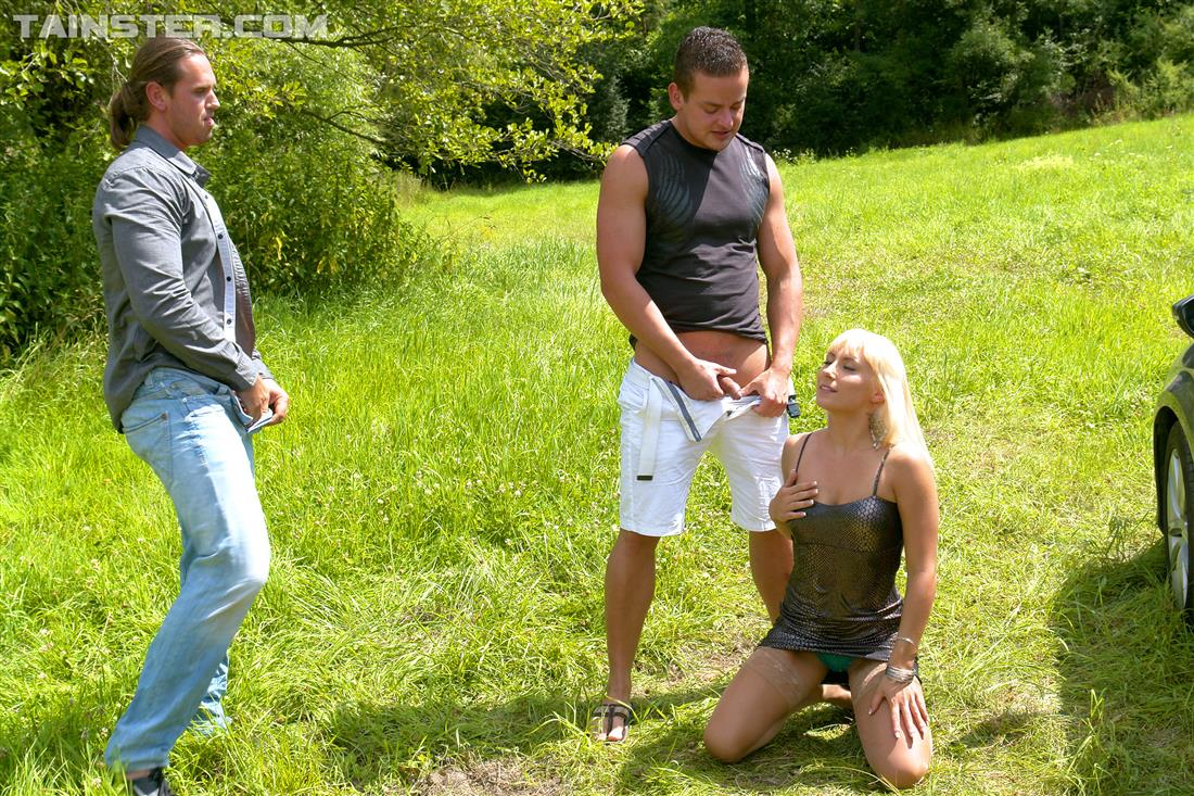Pissing. Gallery - 346. Photo - 13