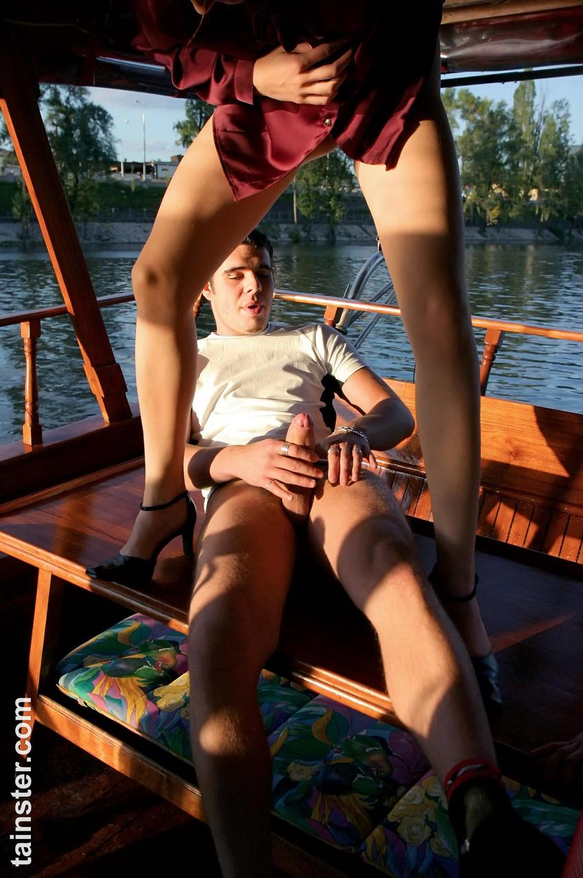 Pissing. Gallery - 356. Photo - 7