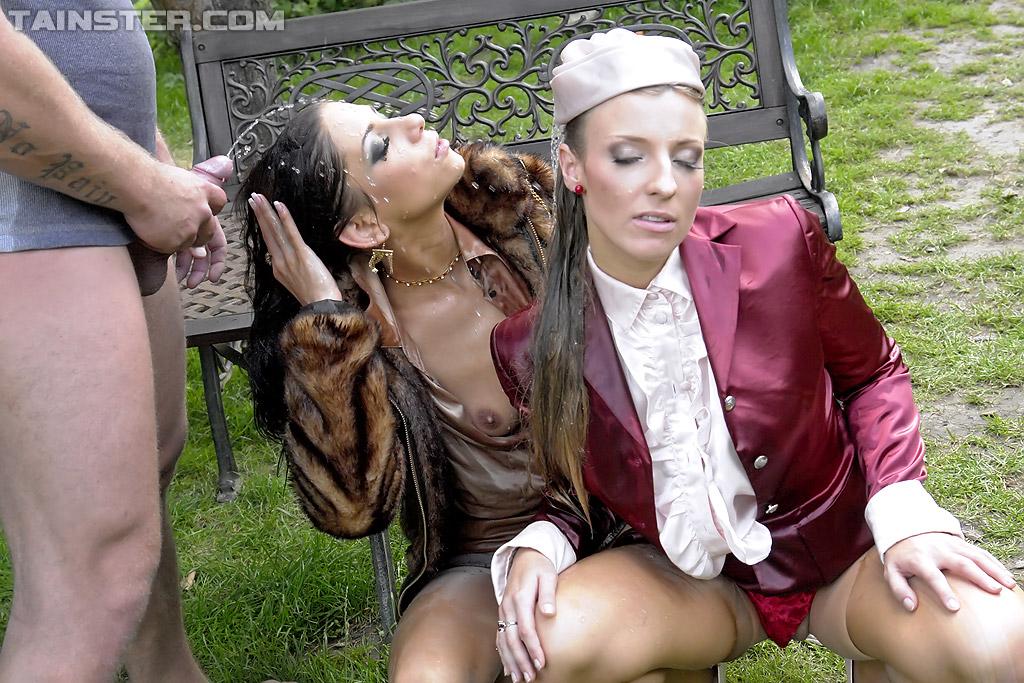 Садовник и ссаные бисексуалки переспали на скамейке. Фото - 14