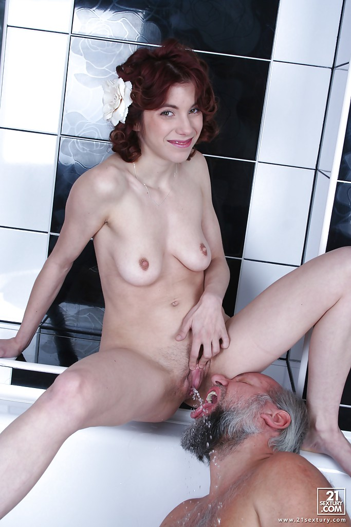 Pissing. Gallery - 448. Photo - 8