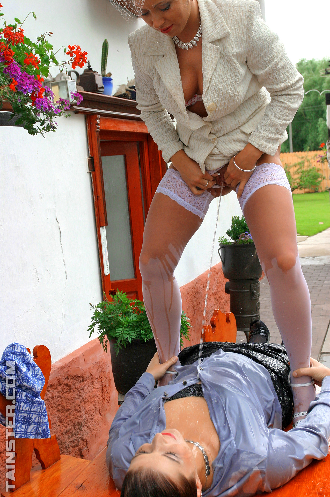 Pissing. Gallery - 455. Photo - 15