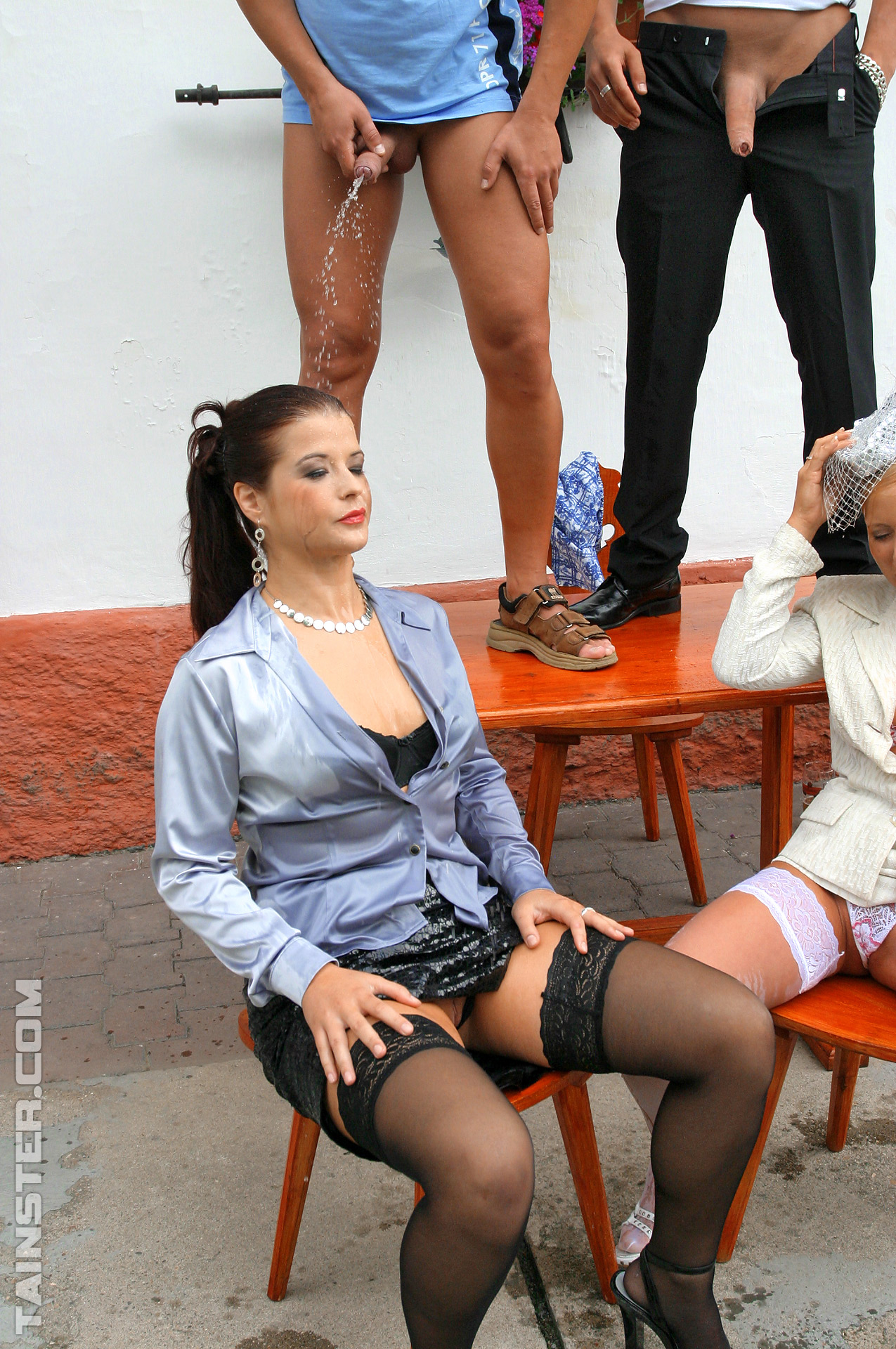 Pissing. Gallery - 455. Photo - 9