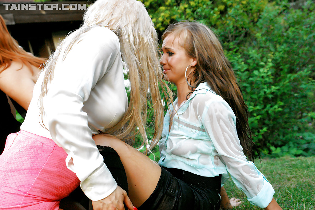 Pissing. Gallery - 465. Photo - 14