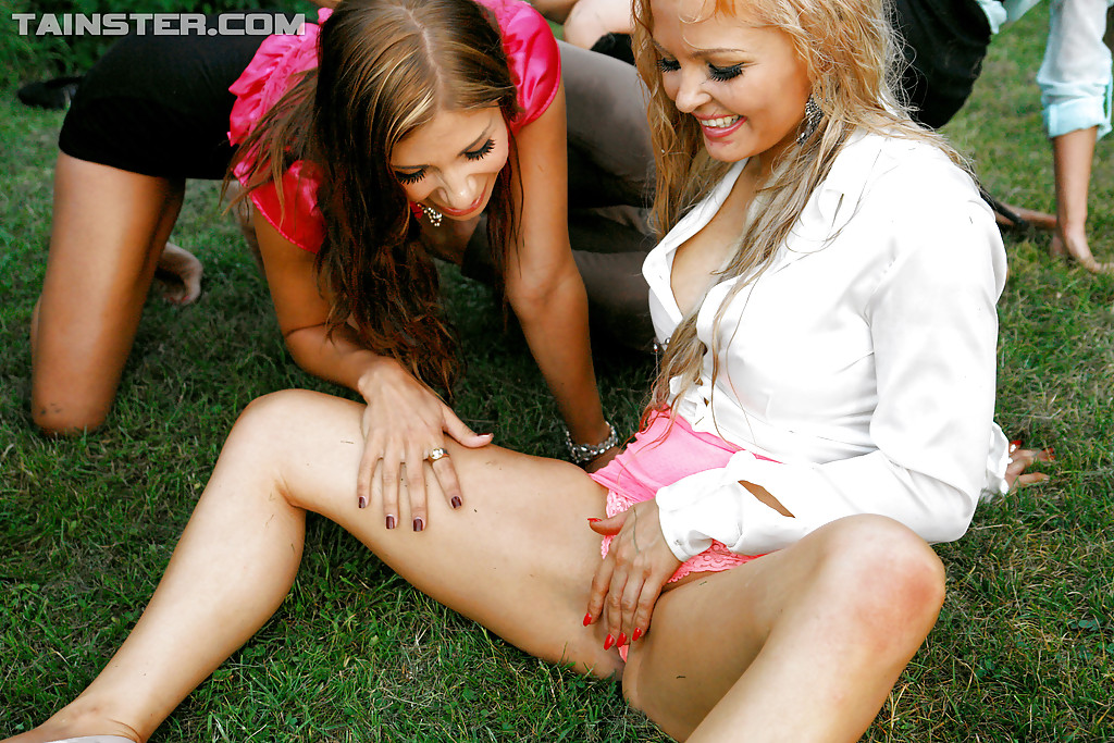 Pissing. Gallery - 465. Photo - 16