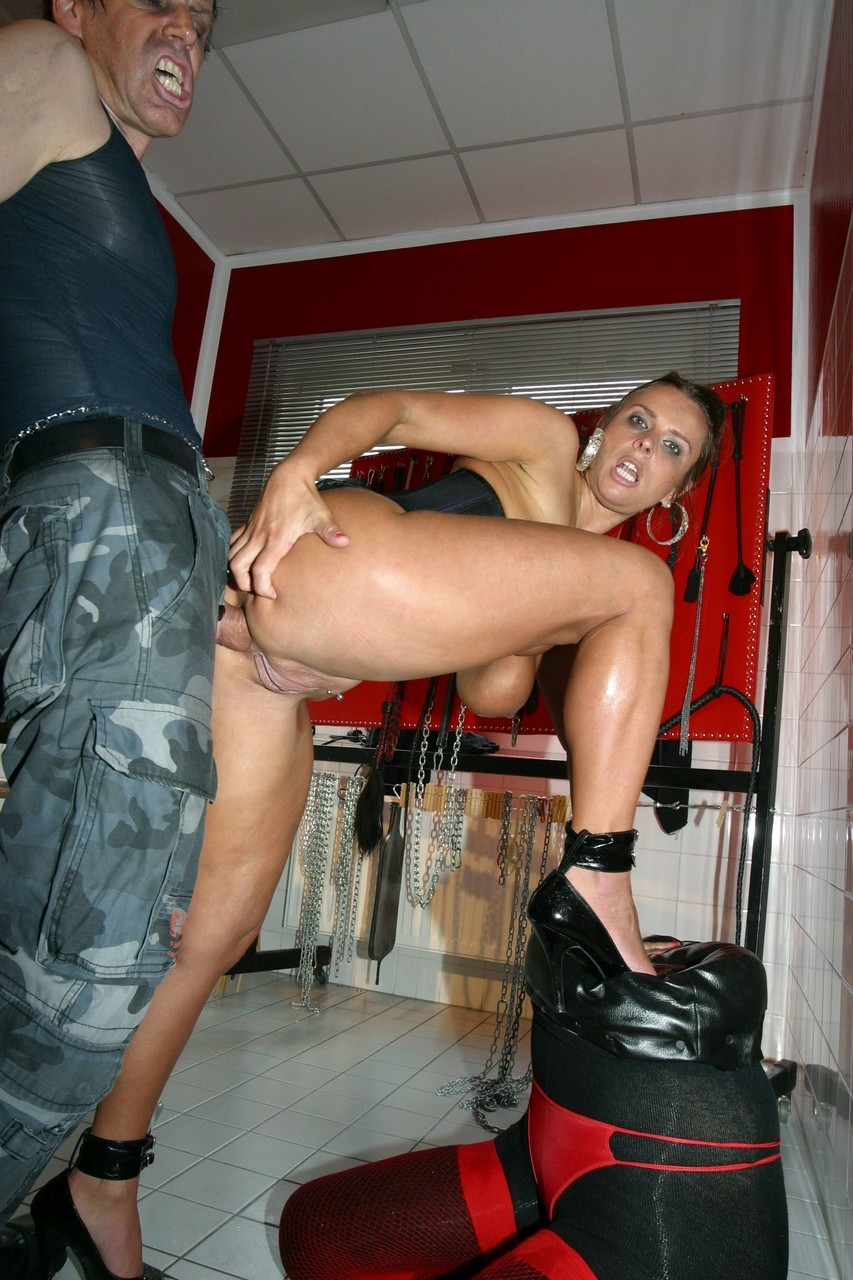 Pissing. Gallery - 514. Photo - 7