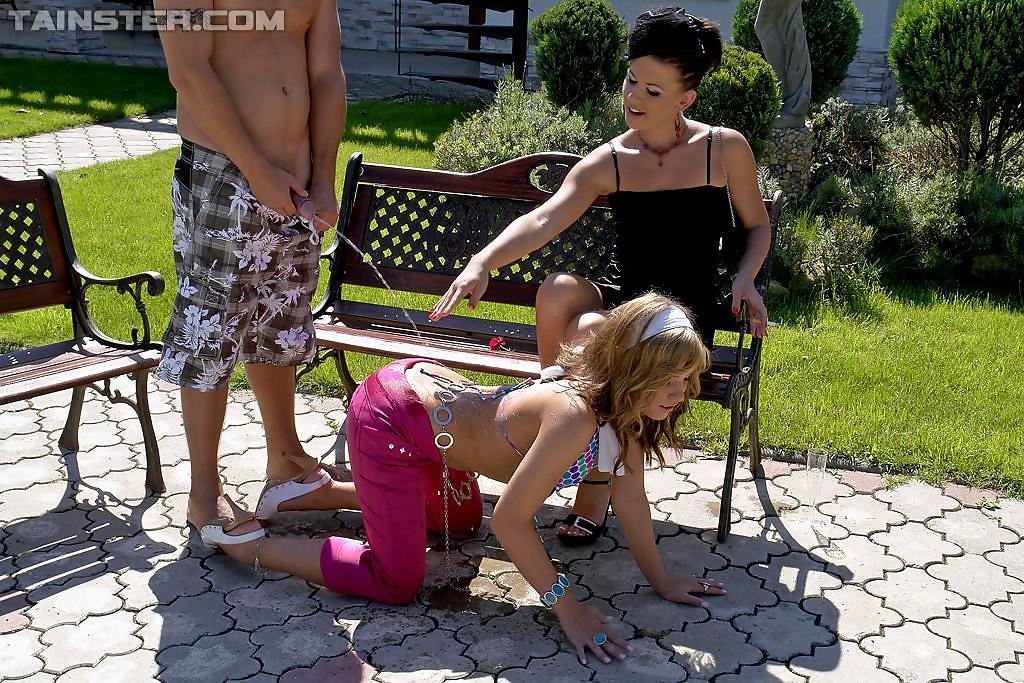 Трио на скамейке не только трахается