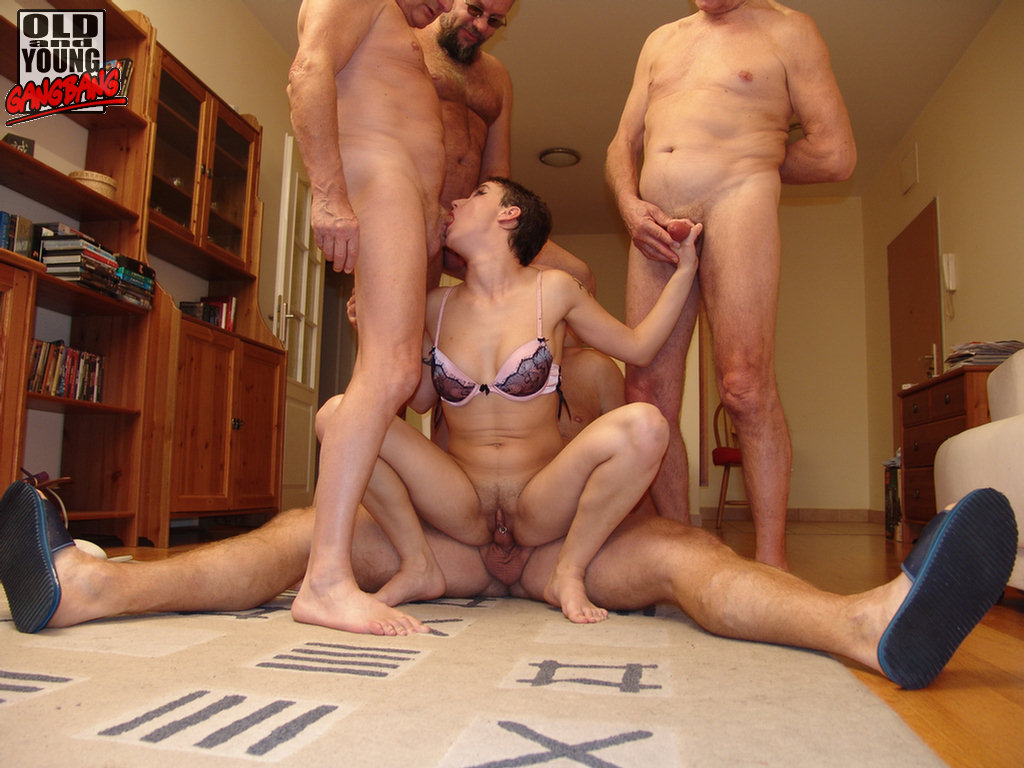 Pissing. Gallery - 879. Photo - 12