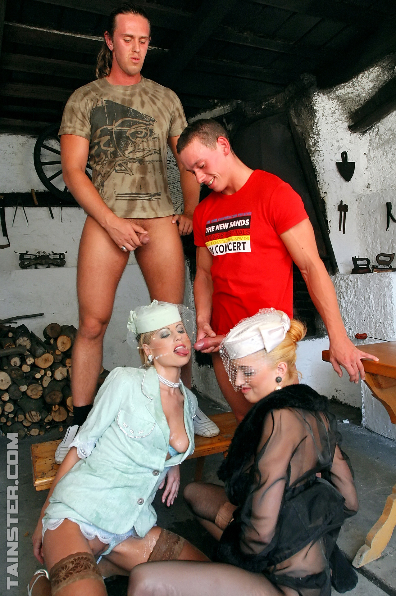 Pissing. Gallery - 890. Photo - 11