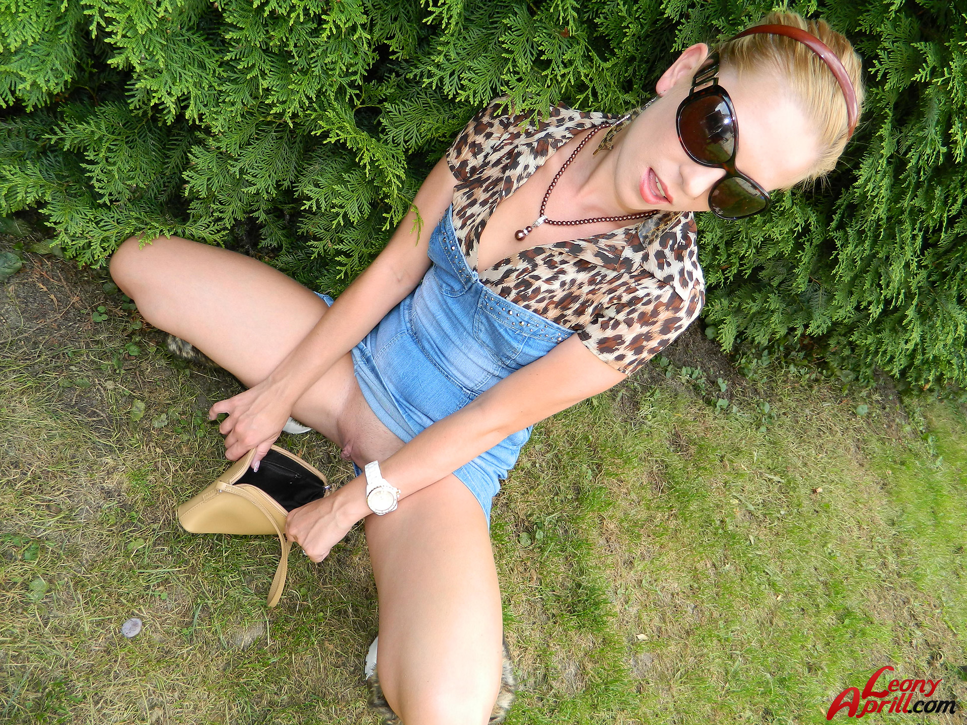 Pissing. Gallery - 898. Photo - 7