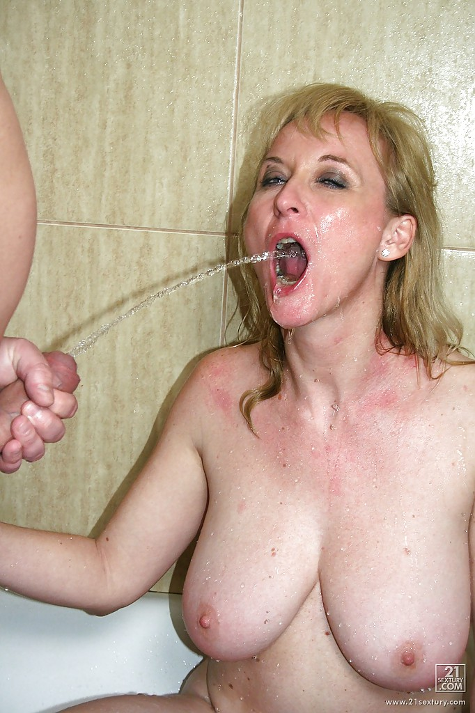 Pissing. Gallery - 902. Photo - 14