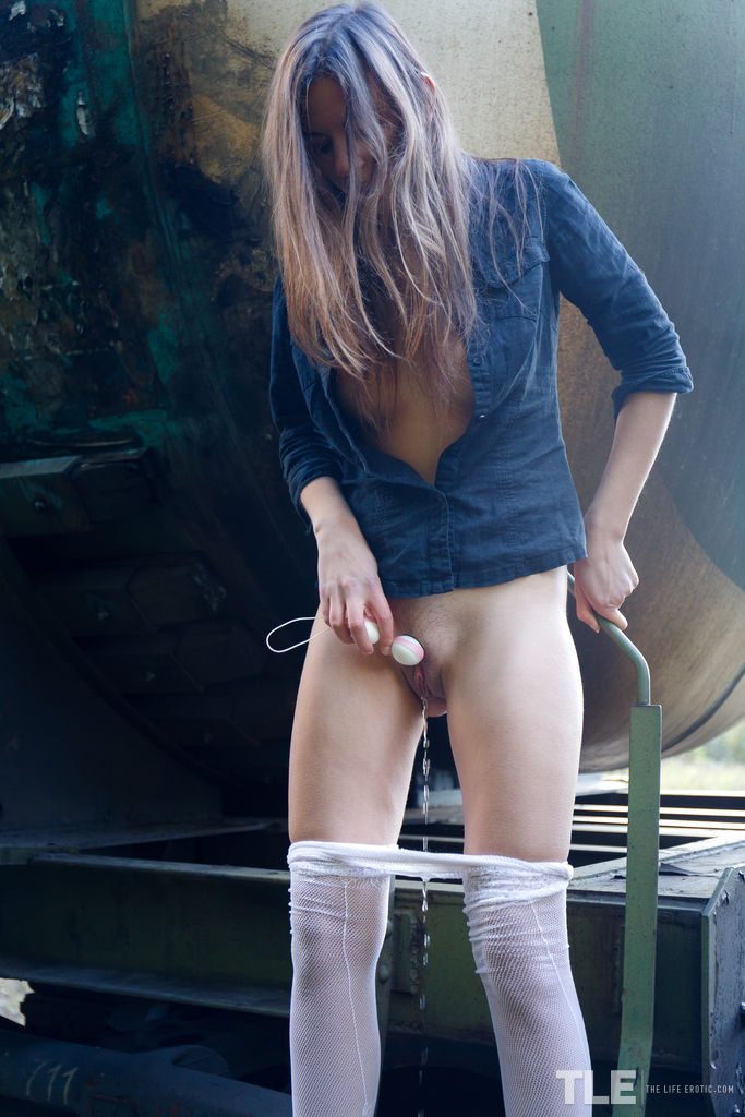 Pissing. Gallery - 972. Photo - 16
