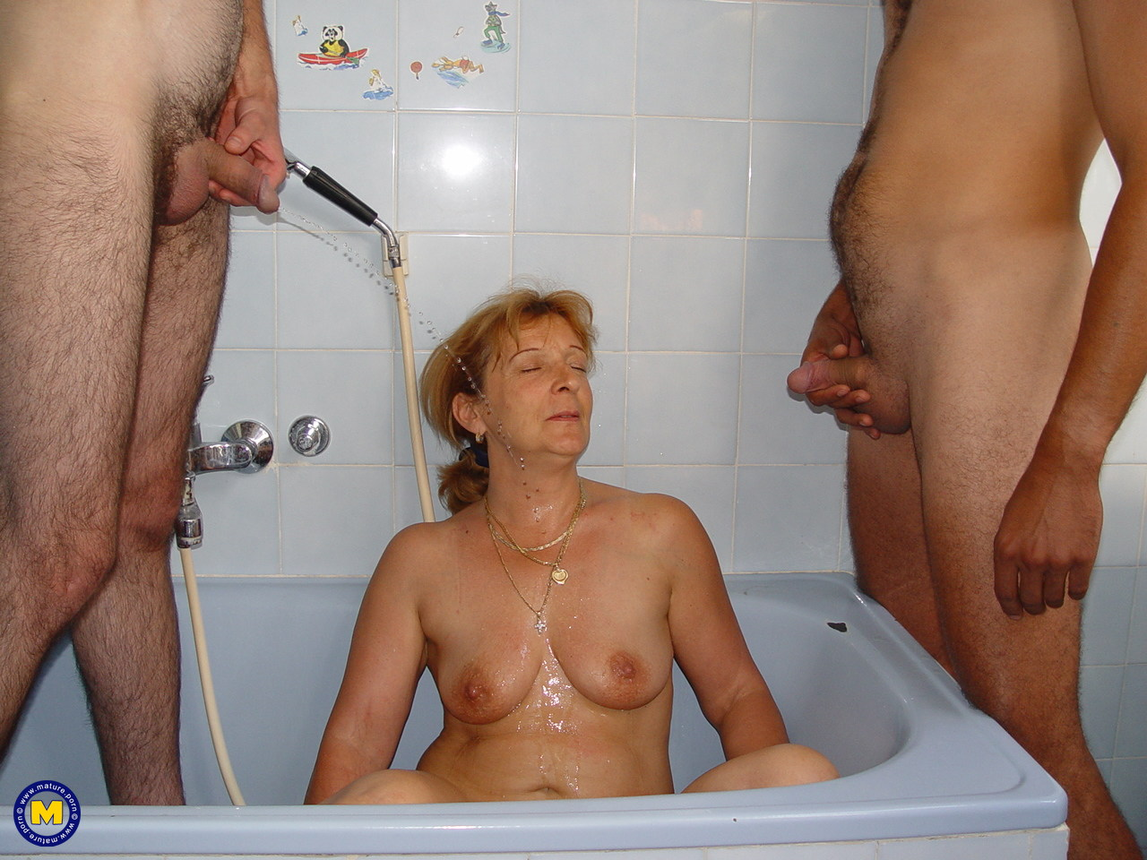 Pissing. Gallery - 988. Photo - 19