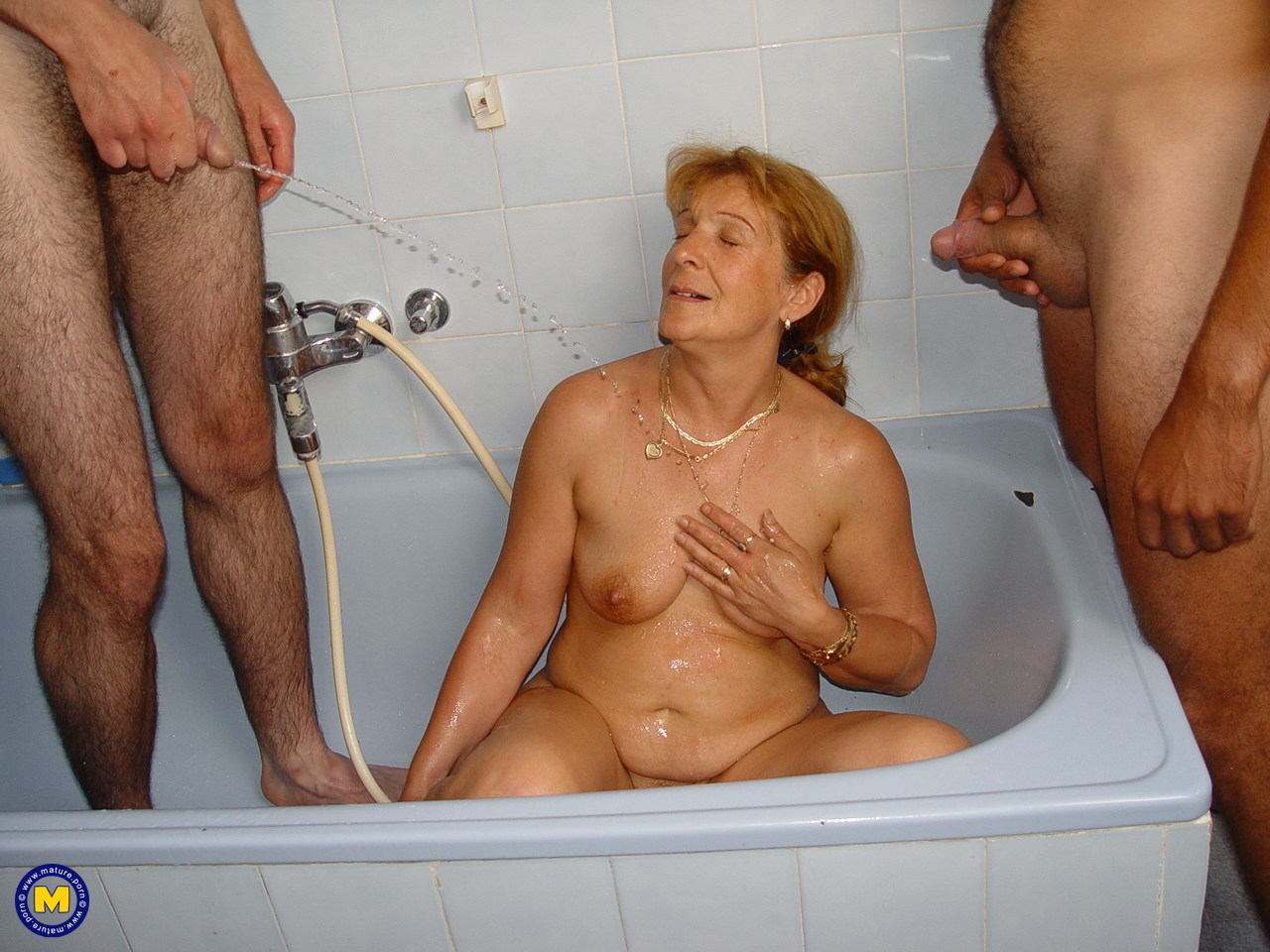 Pissing. Gallery - 988. Photo - 20