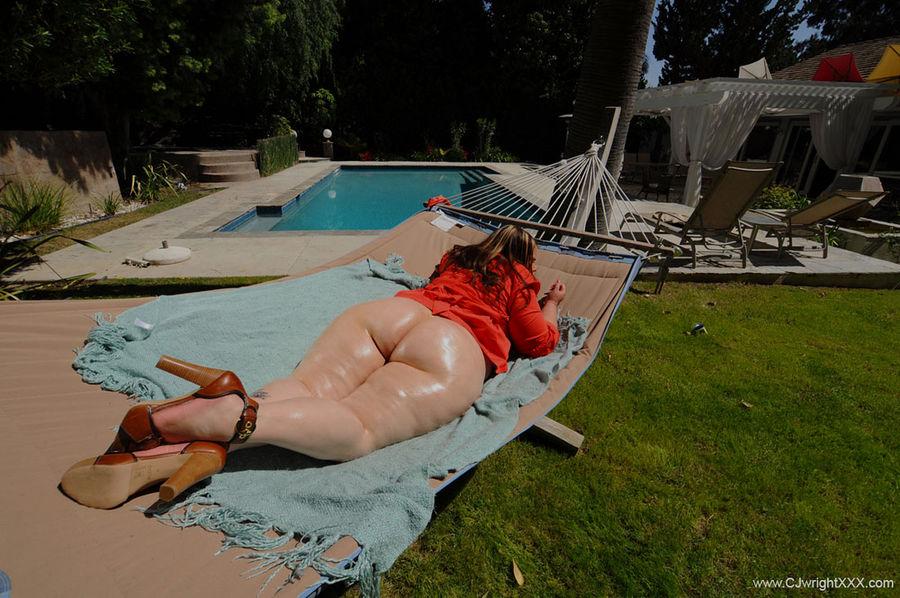 Пышная туша позирует и переспала с негром. Фото - 5