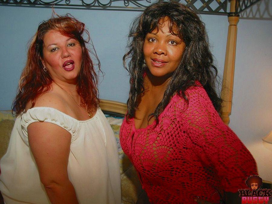 Фотки жирных белой зрелки и негритянки. Фото - 1