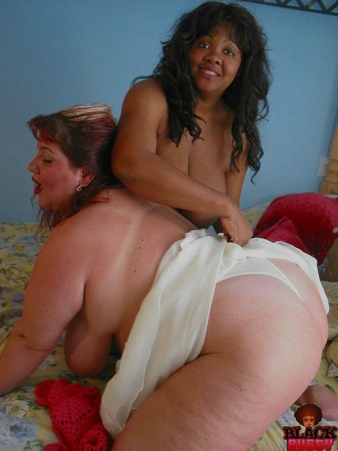 Фотки жирных белой зрелки и негритянки. Фото - 10