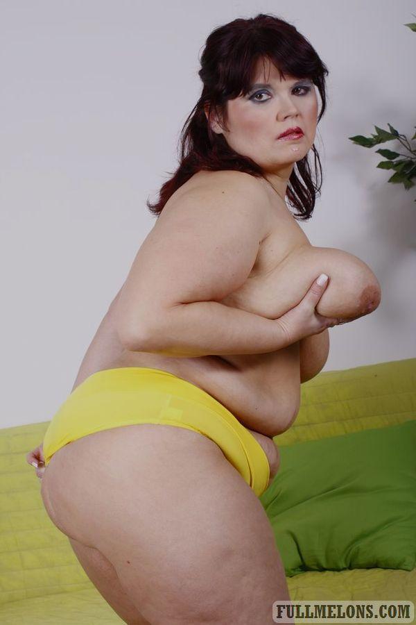 Фото старперки с жировыми складками на момоне. Фото - 4