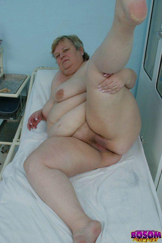 Жирная бабка голышом в процедурном кабинете. Фото - 13