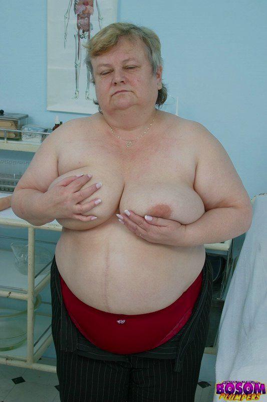 Жирная бабка голышом в процедурном кабинете. Фото - 4