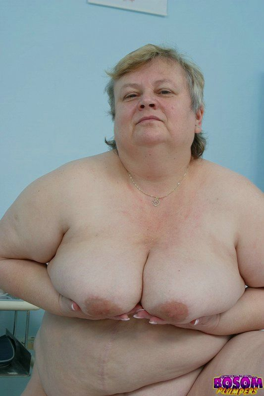 Жирная бабка голышом в процедурном кабинете. Фото - 6