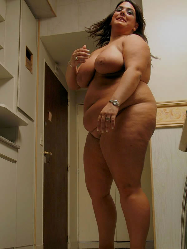 Домашние снимки толстопузой женщины. Фото - 11